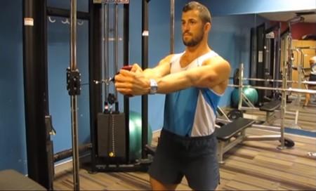 Press pallof: un ejercicio intenso y efectivo para trabajar tus abdominales