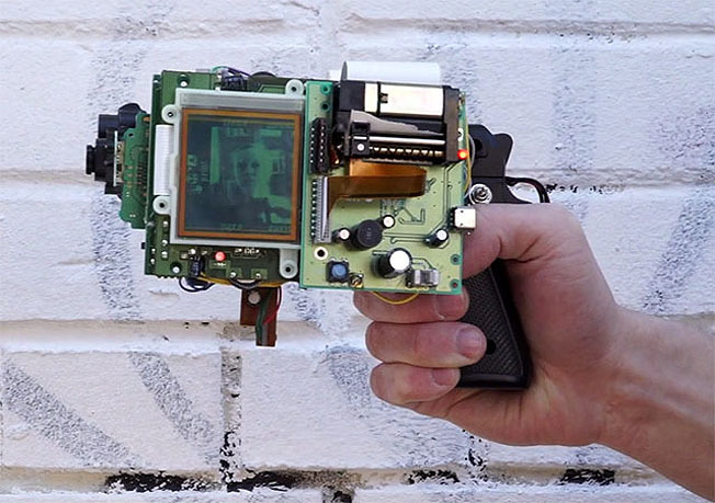 Construye tu cámara instantánea con una Game Boy, una placa Arduino, una pistola y una impresora térmica