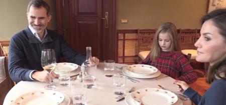 Si vosotros también queréis comer como reyes, aquí tenéis la vajilla de Felipe y Letizia