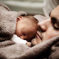Dormir cómodamente sin perder de vista a tu bebé es fácil con estas cunas colecho en oferta en Amazon