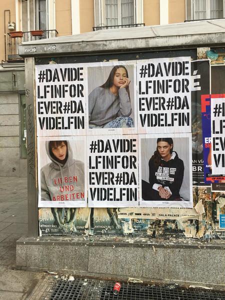Ayer fue el cumpleaños de David Delfín y sus amigos han empapelado Madrid con carteles para rendirle homenaje