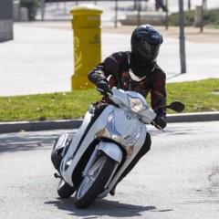 Foto 14 de 19 de la galería honda-scoopy-sh125i-2013-prueba-valoracion-galeria-y-ficha-tecnica-fotos-accion en Motorpasion Moto