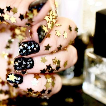 Las manicuras más galácticas y estrelladas son tendencia en Instagram