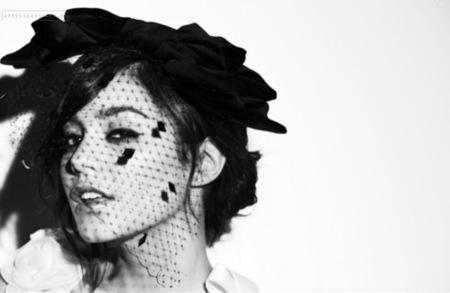 Vanessa Hudgens en InStyle UK por Cliff Watts III