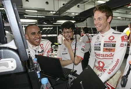 Lewis Hamilton, Jenson Button y los McLaren Mercedes los más rápidos de la segunda sesión de libres del GP de Australia 2010