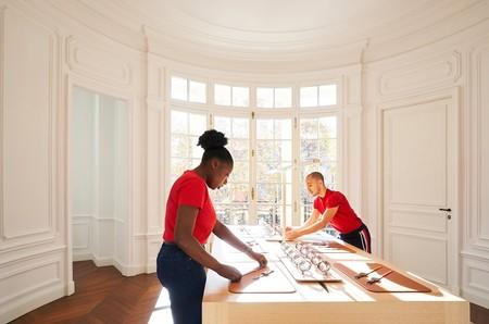 A por el contacto humano: Angela Ahrendts explica cómo reorienta las Apple Store hacia los nativos digitales