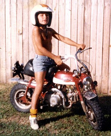 Troy Bayliss con su Monkey bike