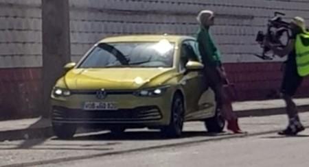 ¡Espiado! El rostro final del Volkswagen Golf 2020 se escapa en plena filmación