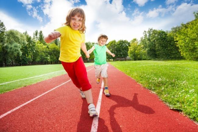 La Universidad Complutense señala que las niñas hacen menos deporte, sobre todo en las familias más desfavorecidas