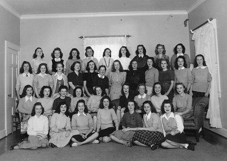 Muriel Spark nos habla de 'Las señoritas de escasos medios'