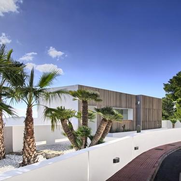 Matemáticas y madera, protagonistas del proyecto outdoor e indoor Ibiza Can Furnet