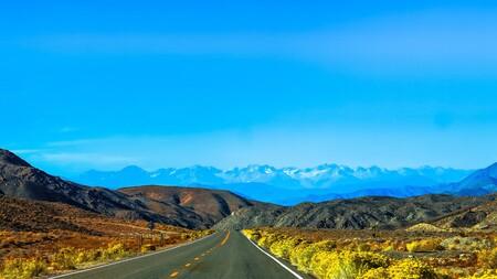 Carreteras que cargan coches eléctricos: Estados Unidos ya experimenta con el futuro de las infraestructuras