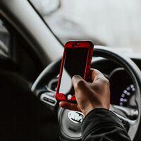 Utilizar el móvil al volante será castigado con el doble de puntos: estas son las novedades del nuevo Reglamento de Circulación