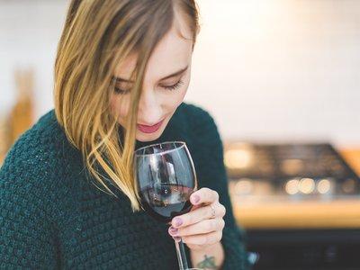 Los seis mejores vinos por menos de diez euros que querrás comprar estas navidades