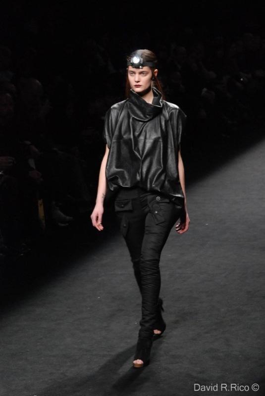 Foto de 080 Barcelona Fashion 2011: segunda jornada con las propuestas para el Otoño-Invierno 2011/2012 (45/99)