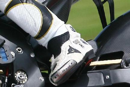 Las nuevas botas peludas de Valentino Rossi