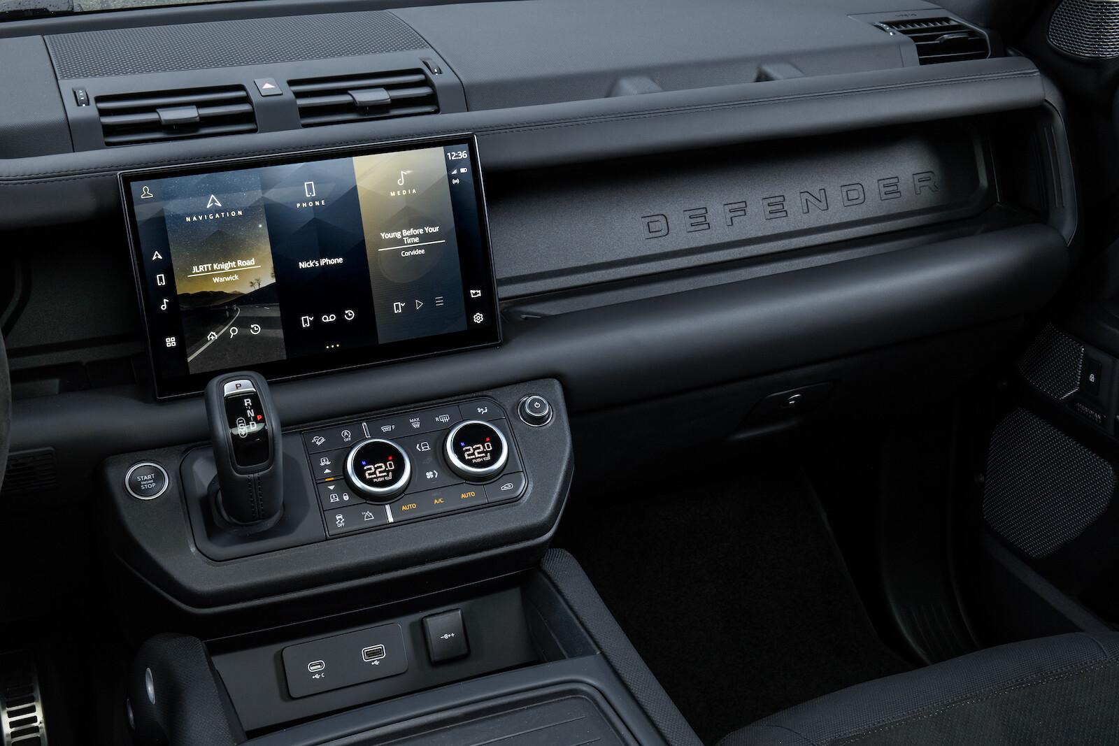 Foto de Land Rover Defender V8 (25/30)