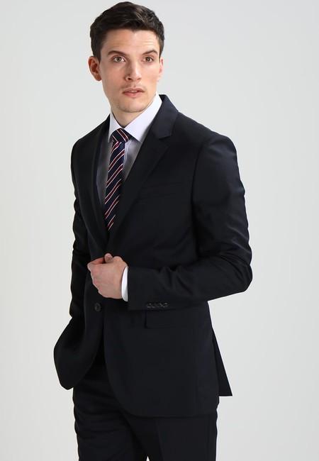 ¿Necesitas un traje nuevo? Zalando rebaja un 65% este de Pier One en azul marino y lo deja en sólo 69,95 euros