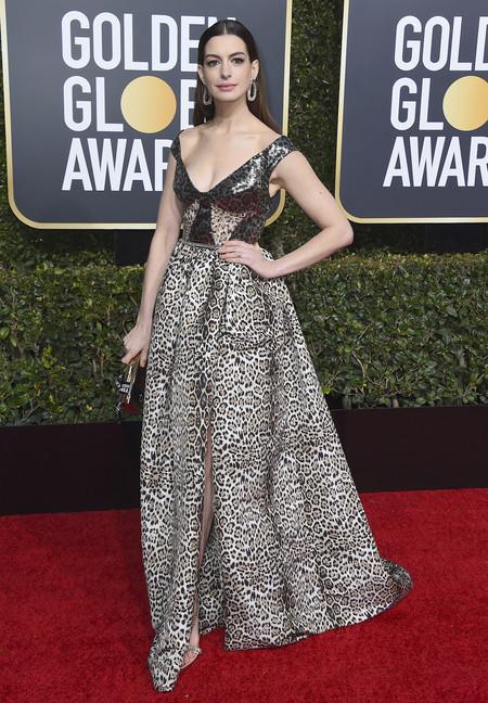 El animal print llega a la alfombra roja de los Globos de Oro 2019 de la mano de Anne Hathaway y Elie Saab
