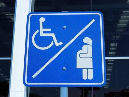 Discapacitados y embarazadas, ¿deben compartir plazas reservadas de aparcamiento?