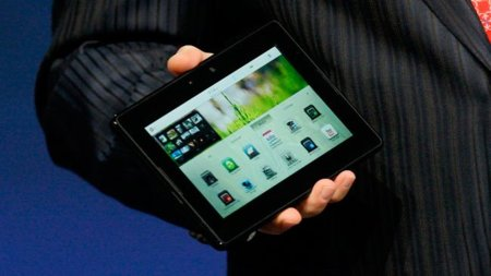 "La prensa califica al BlackBerry PlayBook como ""inacabado e inusable"" colocándolo muy por debajo del iPad y el resto de alternativas"