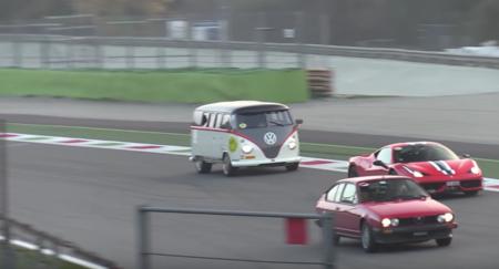 Video: La Combi que se comió un Porsche y ahora se mueve con 530 hp