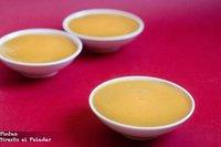 Receta de panna cotta de chocolate y coulis de mango