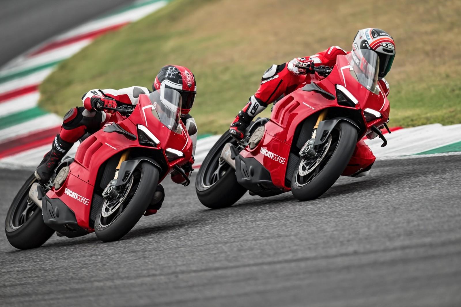 Foto de Ducati Panigale V4 R 2019 (27/87)