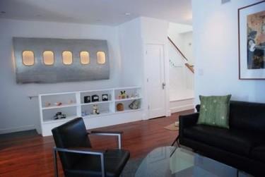 Una ventana de avión en tu salón