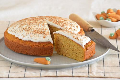 Carrot cake fitness proteico: receta para una tarta de zanahoria más saludable