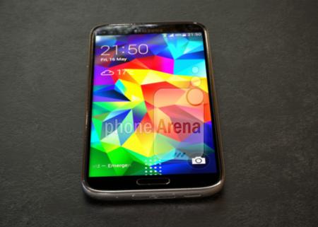 El rumorado Galaxy S5 'Prime' aparece en fotografías mostrando su cuerpo de metal