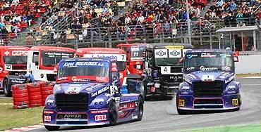 Buggÿra-Freightliner comienza mandando en el Europeo de Camiones