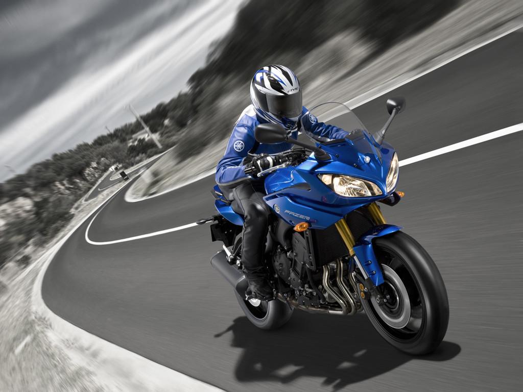 Foto de Yamaha Fazer8, el mismo producto con dos enfoques (9/16)