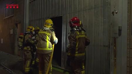 Un incendio arrasa una planta barcelonesa de Silence, el fabricante de la moto eléctrica de SEAT