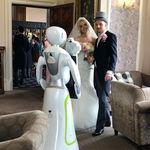 Eva, el robot fotográfico, captura su primera boda en Reino Unido