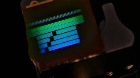 Para IBM el próximo gran avance en computación serán los circuitos ópticos: consiguen guiar eficientemente la luz por un silicio