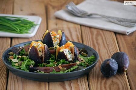 Ensalada de higos rellenos de queso de cabra con anchoas y hueva de mújol: receta exquisita con fruta y salazones