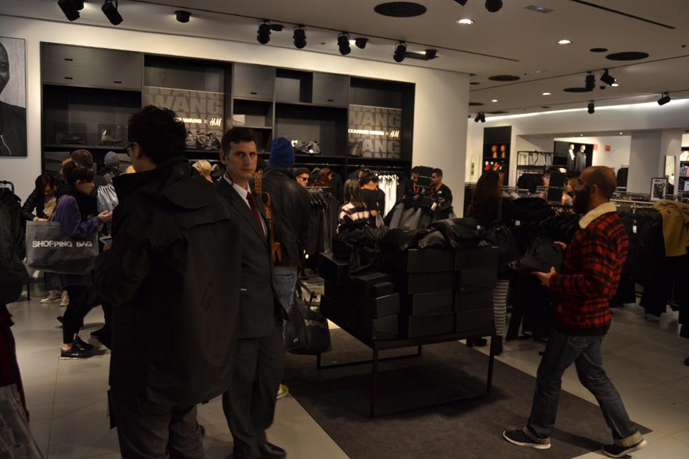 Foto de Alexander Wang x H&M, la colección llega a tienda (Madrid, Gran Vía) (23/27)