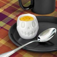 Convierte un huevo en una aterradora calavera para Halloween con estos sencillos moldes