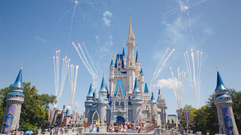 El Magic Kingdom de Disneyland salta a televisión: el creador de 'Outlander' prepara un universo compartido de series para Disney+