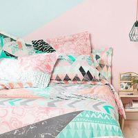 Los textiles estampados de Desigual para esta primavera marcan tendencia en nuestras habitaciones