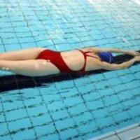 Alivia la fibromialgia con ejercicios acuáticos