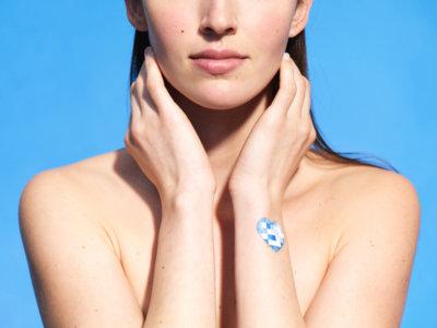 ¿Tomas demasiado sol? Estas pegatinas NFC de L'Oréal  se lo dirán a tu móvil
