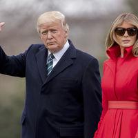 Melania Trump vuelve a convertirse en la mujer de rojo en el día en que medio mundo viste de verde