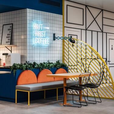Espacios para trabajar: atrevidas y con mucho color, así son las nuevas oficinas de Fiestas Guirca en Barcelona