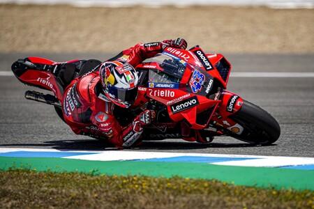Jack Miller lidera el doblete de Ducati en Jerez tras un desplome dramático de Fabio Quartararo