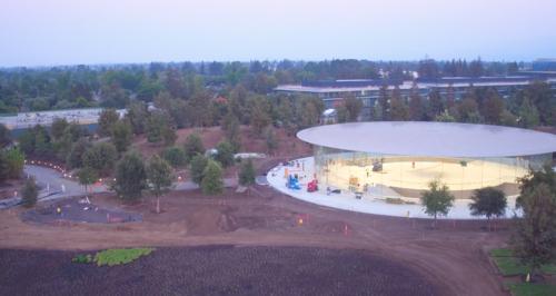 Estas 10 imágenes nos muestran todos los detalles del Steve Jobs Theater
