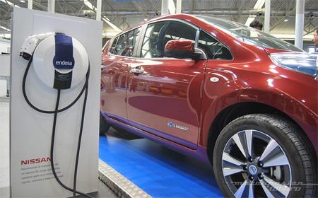 Las ayudas al coche eléctrico no se aprobarán hasta que no lo haga la nueva normativa de recarga (y suena esta semana)