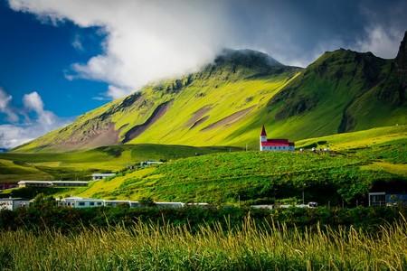 El trabajo de verano perfecto: 3.300 euros al mes, un apartamento en Islandia y viajes por todo el mundo