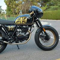 La moto retro ganadora del concurso de preparaciones Brixton Custom Project es un homenaje a Ayrton Senna, digna del oro